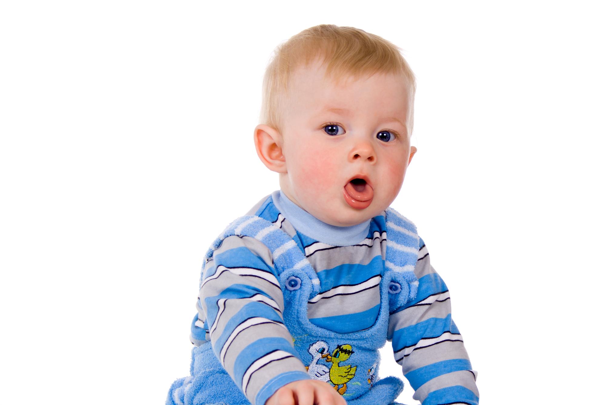 Baby moet veel hoesten in slaap – Dit zijn de oorzaken