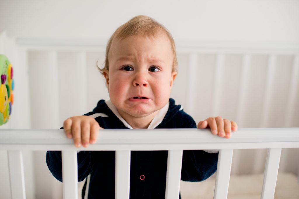 Verlatingsangst bij je baby kan vervelend zijn, maar het is een veel voorkomend verschijnsel. Het hoort bij de ontwikkeling. Lees hier wat je kunt doen.