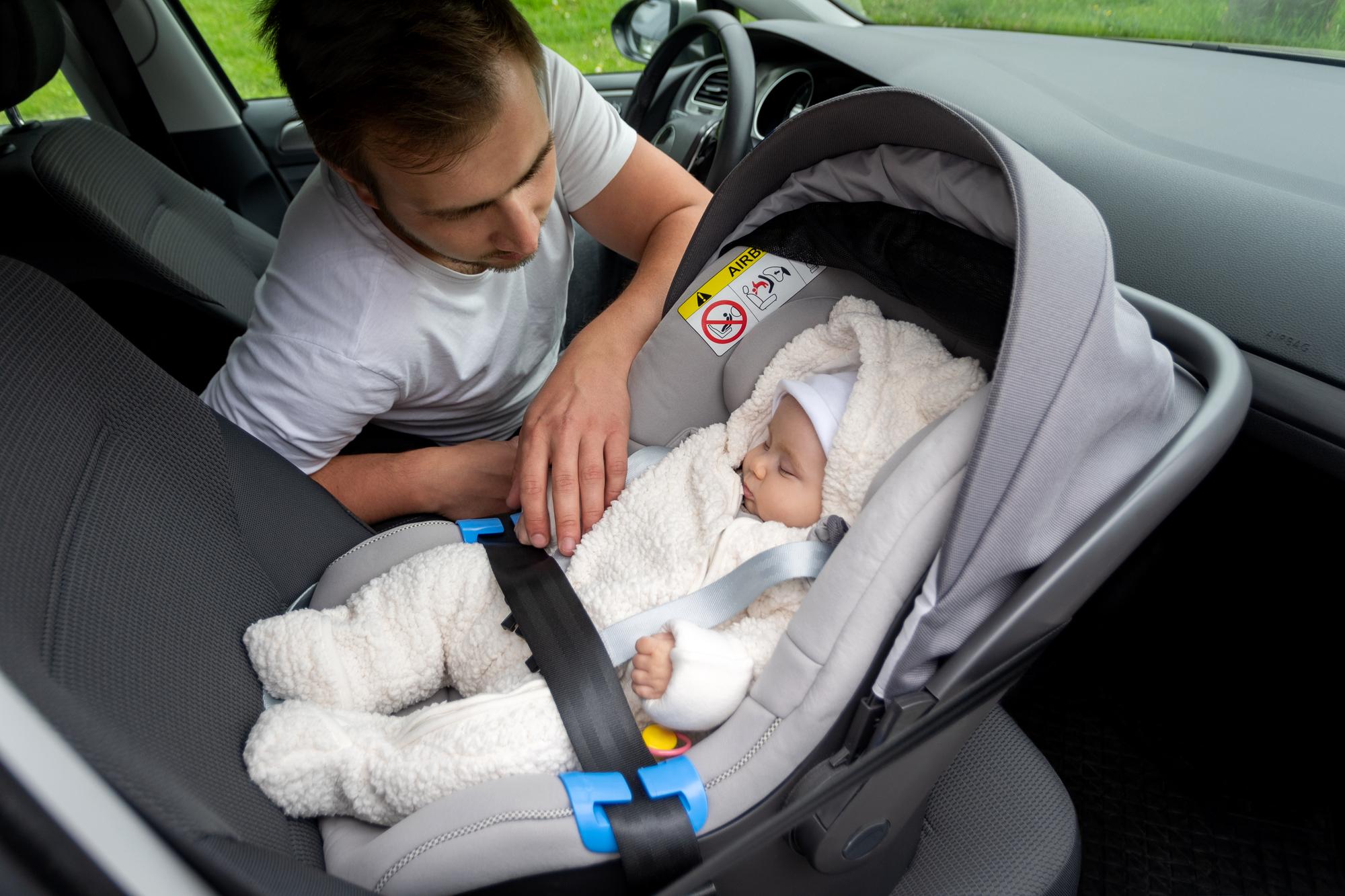 Kind voorin de auto zitten – Wanneer is het veilig?